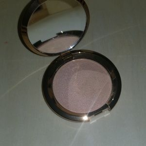 NEW WITHOUT BOX. Becca light chaser